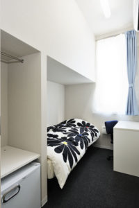 Single room with bed