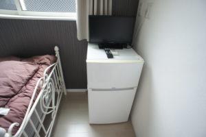 各個室にミニ冷蔵庫と貸し出しTVがあります!